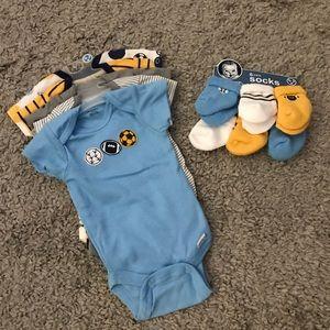 5 pack baby onesies and 6 pack socks
